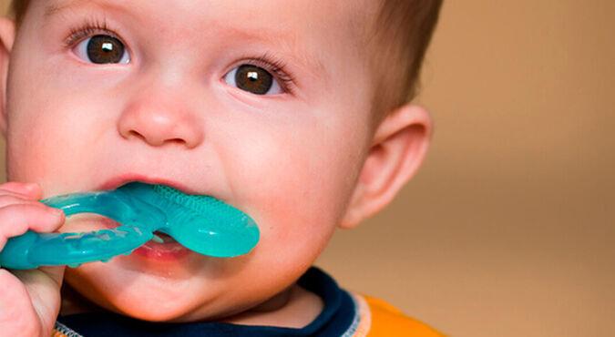 Mordillos y los primeros dientes de tu bebé   Más Abrazos by Huggies